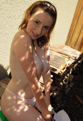 elli-nude-taking-her-bra-off