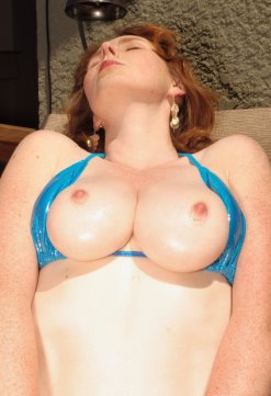 Elli Nude lubed and ready